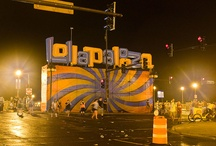"""Festival Lollapalooza / Lollapalooza es un festival musical original de los Estados Unidos, que ofrece bandas de rock alternativo, indie, rap y punk rock; también hay actuaciones cómicas y de danza.  El festival encapsula la cultura joven de los años 1990, algo parecido a lo que Woodstock hizo en los años 60. """"Generación Lollapalooza"""" es a veces sinónimo de """"Generación X"""". Desde 2011 se realiza una versión anual en Santiago de Chile / by Escuela Moderna de Música y Danza"""