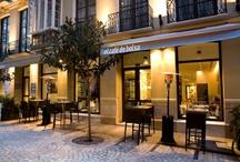 """El Café de Bolsa / El Restaurante """"El Café de Bolsa"""" está situado en pleno centro histórico de Málaga. Se encuentra en la calle peatonal La Bolsa, a sólo unos pasos de la Catedral o de la conocida calle Larios y goza por tanto de un entorno ideal."""