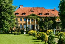 Machnice - Pałac / Pałac  w Machnicach wzniesiony w latach 1817-1820 dla barona von Obernitz, według projektu Karla Gottfrieda Geisslera . Po II wojnie światowej pałac był własnością miejscowego PGR-u, który urządził w nim biura i mieszkania dla pracowników. Obecnie właścicielem jest prywatna osoba.