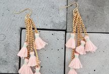 EARRINGS / Beautiful dangle earrings, fit for any occasion. Dress up any outfit with these babes!