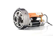 Motores de puerta enrollable / La gama Atom de Idemo Motors ofrece soluciones para grandes cierres. Acciona puertas enrollables y cierres comerciales e industriales de forma cómoda y segura
