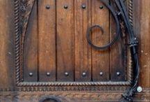 (old) wooden houses & doors