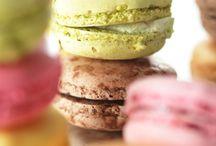 Sweet table / Macarons, tartelettes et autres amuses bouches sucrées...pensez à la ronde des desserts pour vos réceptions gourmandes, c'est toujours un véritable succès !