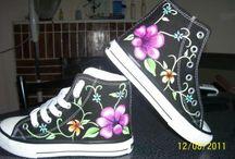 Vestidos y zapatos pintados a mano