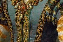 Прекрасные женщины и исторические костюмы на картинах