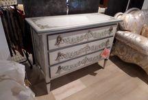 mobili del negozio  / alcuni mobili ed arredi che esponiamo, pezzi unici realizzati nella nostra falegnameria e dai nostri artigiani italiani
