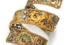 bracelet/armlet