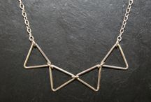 Sterling 925, triangles / Colliers et bracelets en argent 925 avec motif triangle. Necklaces et bracelets in sterling 925 with triangle pendant.