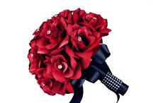 Red Rose Wedding Bouquets / Red colour and roses are commonly associated with romance and passion. These bouquets from ruby red to burgundy will suit every wedding!