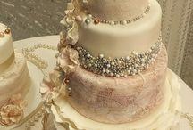 Ruffle an Pearl Vintage Wedding Cakes