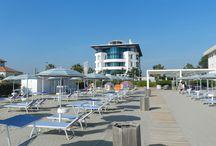 I mille colori della spiaggia privata del Blu / La spiaggia del Blu Suite Hotel è un posto magico sia per il relax dei grandi che per il divertimento dei bimbi!  www.blusuitehotel.it/spiaggia.php