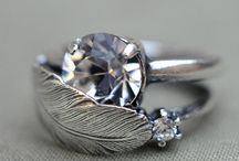 not really into jewelery but....WOW! / by Darla Coburn Gregg