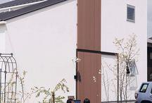施工例21lソラマド香川 / 香川県内で建てたソラマドの家の写真です。 お洒落で、わくわくして、人とは違った家を建てたい、もちろんローコストで…。 私たちは、そんな住宅をたくさん実現してきました。 お客様のお好みのテイストはもちろん、ライフスタイルに合わせた、快適で心地良いオンリーワンの住まいをご覧ください。 <Works21> 香川県三豊市 家族構成:夫婦+子ども1人 延床面積:114.24m²