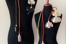 Bulb Lamp - Il Lato Creativo / Lampada a sospensione. La bellezza della semplicità! La Bulb Lamp è realizzata con filo elettrico in tessuto colorato disponibile in numerose tonalità. È possib