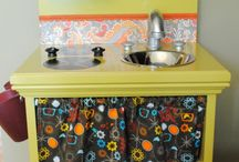diy toy kitchens / by Roz Karp