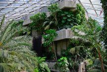 Botanical gardens & conservatories