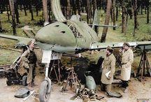 Avion militaire.GUERRE.ARMES