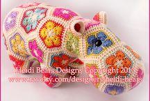 Crochet / So far I can make tiny scarves for elves!!