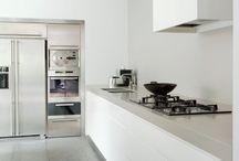Remy Meijers / Eenvoud, sereen, rust, weinig accessoires, de ruimtes moeten kloppen, op elkaar afgestemd zijn, balans, perfectionistisch.