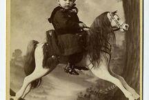 Старинные лошадки и детки