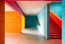 Цвет на стенах / Интересные цветовые решения в интерьерах с помощью цвета и форм