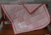 enxoval para bebês / Mantas, babadores, babinhas, toalhas de banho e almofadas, superfofinhos... Confeccionados em tecidos de algodão...