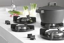Pitt Cooking / PITT Cooking lanceert High-End Cooktop Brand in VS Published 28 mei 2014 | PITT Cooking , Pitt 1 Gemaakt door de wereldberoemde keuken ontwerper Paul van de Kooi, kan PITT Cooking systemen werken met een scala aan aanrechtbladen. Bovendien kan het systeem worden ontworpen op een manier die gemakkelijk voldoen aan vrijwel elke grootte keuken; en in een dergelijk model instellingen als klassiek, modern, modernist en nog veel meer.