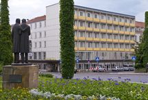 Days Inn Kassel Hessenland Hotel / Centrally located in the heart of the documenta city of Kassel, the Days Inn Hotel Kassel Hessenland offers 48 rooms and a breakfast room. The hotel, which dates back to the 1950's, is located right in the heart of the Kassel city centre and is only a few steps away from the Karlsaue Municipal Park.  The Days Inn Hotel Kassel Hessenland, which has its own gym, is a popular starting point for documenta guests.