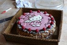 Gâteaux d'anniversaire / Moments privilégiés en famille ou entre amis, les anniversaires sont l'occasion de mettre des couleurs et de l'originalité à table au moment du dessert. Ici, on se lâche ...