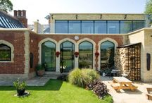Frameless Windows / Frameless Windows, when the glass is structurally bonded together without any framing or extra support, where the glass itself supports the structure.