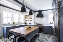 Striking Kitchen Flooring / Make a statement with super sleek kitchen floors! From bold tiles to carpet rugs to natural stone, these striking flooring options will upgrade your kitchen and brighten up your home.