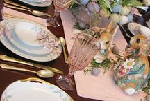 Tablescapes / Simply DIY tablescape ideas, icluding ideas for Christmas, Easter, Halloween, and dinner parties
