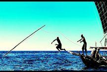 Опасная охота на китов. Ловля с маленьких гребных лодок.