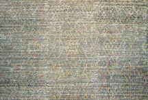 Designerteppiche / Kunst auf Teppich – so lässt sich das Motto dieser Rubrik wohl am besten beschreiben. Ein ausdrucksstarker Designerteppich von Mischioff wirkt wie ein modernes Kunstwerk für den Boden und wertet jede Einrichtung auf. Beste Materialien und die sorgfältige handwerkliche Verarbeitung sind die Garanten für diese exklusiven Teppichkreationen.
