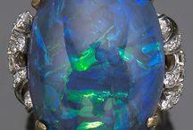 gem stones pendants and rocks / jewellery necklese