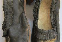 MODA . COMPLEMENTOS DE MODA PARA LA HISTORIA / Zapatos, bolsos, guantes, sombreros, gorros, detalles textiles,  ... antiguos.