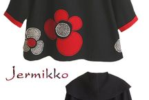 cappotto nero con fiore rosso