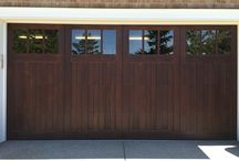 4 Signs that You Need to Call a Garage Door Specialist