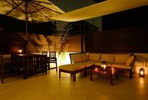 夜の庭: Night Garden / 夜を素敵に演出する外構デザインのアイデアボード (運営: 株式会社 風知蒼)  風知蒼の豊富な施工例はこちらから https://www.fuchiso.com/  TEL: 045-712-9606でのご相談もお待ちしております。