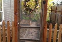 pikku portti/ovi pääoven eteen