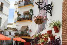 Cities With Inspiring Style: Marbella / #christinemarkatosdesign #interiordesign #colorfulinterior #shelfie #colorfuldesign #interiorinspo #designblogger #finditstyleit #designthelifeyouwant #designinspo #instadesign #instainteriors #malibu #beverlyhills#belair #manhattanbeach #losangeles #calabasas