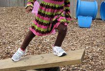 děti v akci na přírodní zahradě