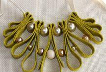 Bijoux en tissus et autres