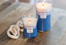 WoodWick Trilogy / Trzy warstwy koloru i aromatu połączono, aby stworzyć jedną piękną świecę. Każda z nich posiada unikalną kompozycję wosków, które topiąc się uwalniają wyjątkowy zapach.