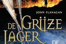 De Grijze Jager: De Brandende Brug. / 8 pins over het boek De Brandende Brug.