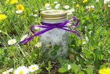 DIY - Lavendelsalz / Stellt euer eigenes Lavendelsalz her! Mit dieser praktischen DIY-Anleitung gelingt das im Handumdrehen. Ein tolles Geschenk zum Muttertag!