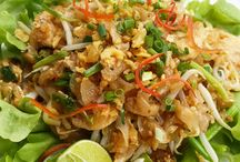 Yummy Stuff at Dining on the Hill / Dining on the Hill is open throughout the day. Breakfast is a bountiful buffet together with Asian delicacies. Lunch is a Balanced Cuisine approach and evenings feature Thai specialties.