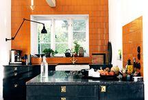 Fliser på køkkenvæg / Passer til et sort køkken