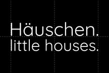Häuschen. little houses. / Gruppenboard. groupboard. Gruppenpinnwand. Thema: kleine Häuschen. Little houses. Dekohäuschen. houses for decoration. toy houses. Spielzeughäuschen. tiny houses. Häuser Holz deko Holzhäuser Weihnachtsdeko Holzhaus wooden toys Little houses
