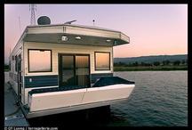 houseboat / .